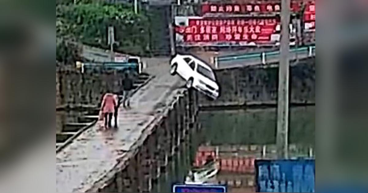http://www.meranews.com/backend/main_imgs/carinriver_man-plunged-his-car-into-a-river-just-ten-minutes-after-pass_0.jpg?75
