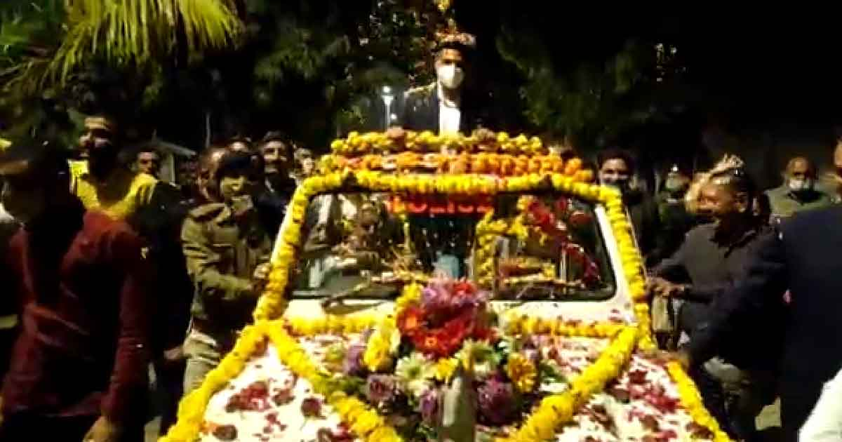 http://www.meranews.com/backend/main_imgs/chaitanyamandlik1_sabarkantha-ips-chaitanya-mandlik-police-staff-gujarat-police_0.jpg?27