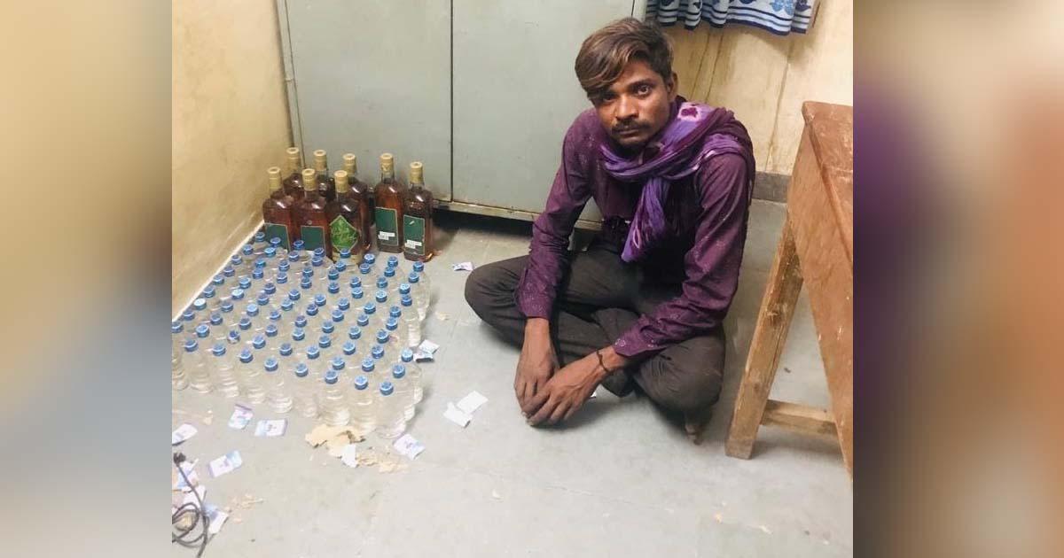 http://www.meranews.com/backend/main_imgs/coronabootlegger_police-busy-in-lockdown-bootlegger-liquor-in-gujarat-guja_0.jpg?85