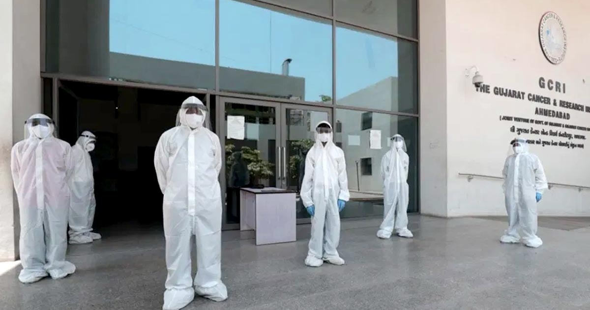http://www.meranews.com/backend/main_imgs/covidhos_ahmedabad-ppe-kit-and-mask-civil-hospital-crew-strike-covid-hospital_0.jpg?10