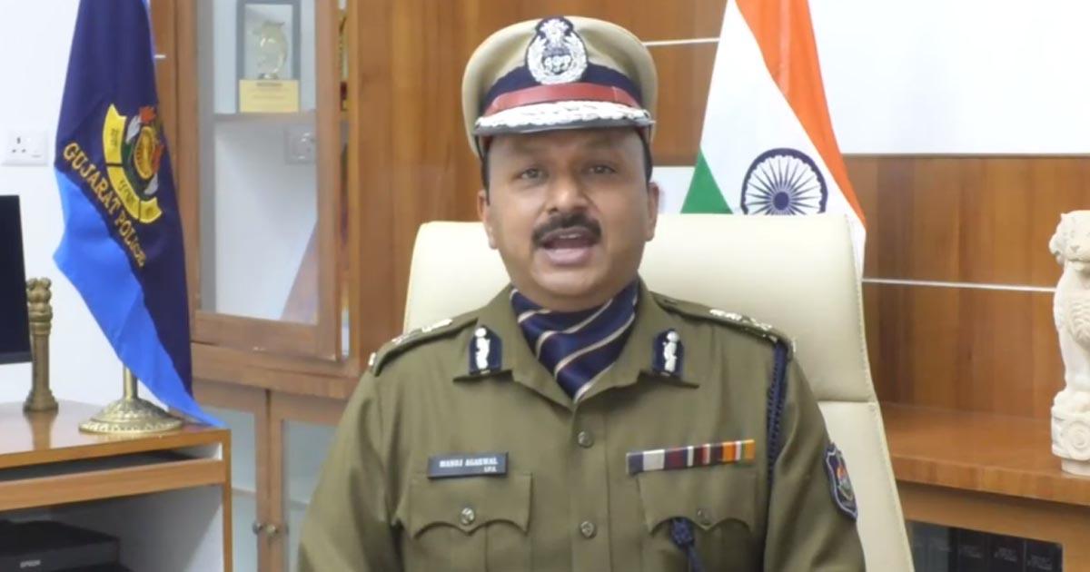 http://www.meranews.com/backend/main_imgs/curfew_curfew-in-rajkot-gujarat-commissioner-of-police-manoj-agrawal_0.jpg?38