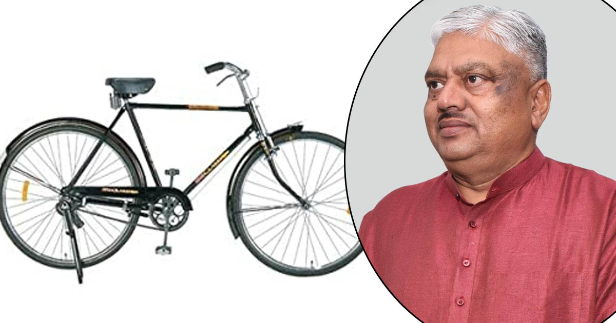 http://www.meranews.com/backend/main_imgs/cycle-savani_bicycle-retired-ips-ramesh-savani-gujarat_0.jpg?92