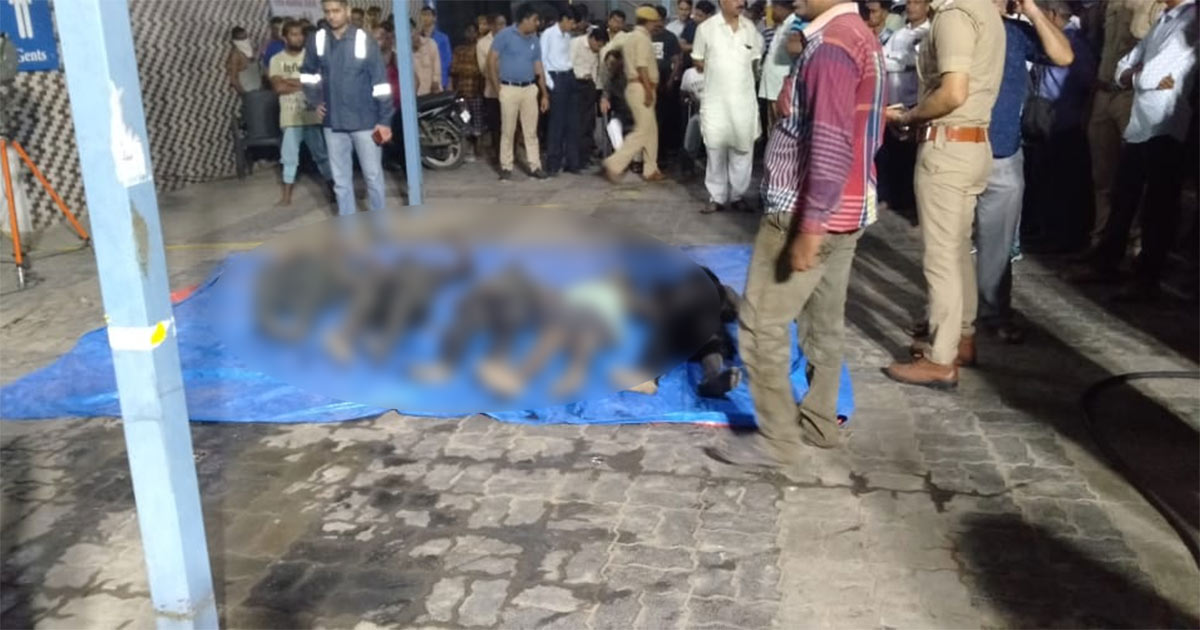 http://www.meranews.com/backend/main_imgs/dabhoi_gujarat-seven-suffocate-to-death-during-drainage-cleaning-i_0.jpg?96