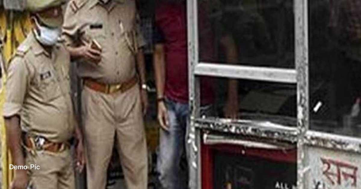 http://www.meranews.com/backend/main_imgs/demoUPPolice_up-aligarh-huge-tragedy-latest-updates-police-action-li_0.jpg?71?41