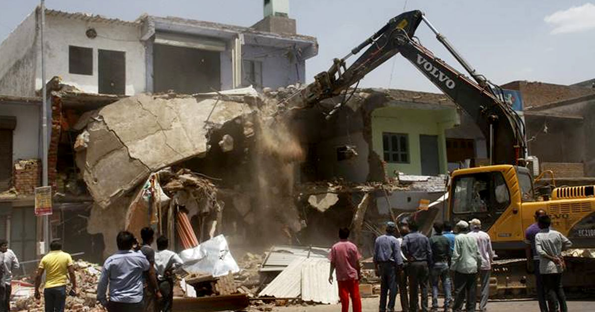 http://www.meranews.com/backend/main_imgs/demolition-ahmedabad_everyone-loves-wide-roads-but-what-about-those-whose-liveli_0.jpg?73