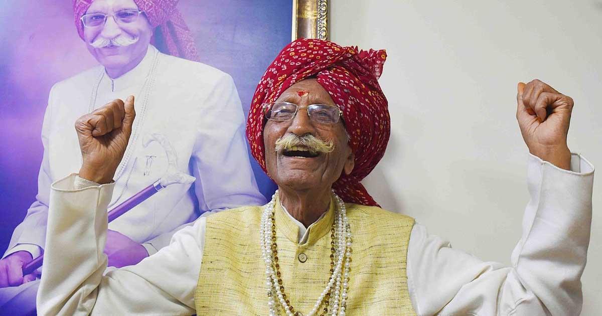 http://www.meranews.com/backend/main_imgs/dharampal_mdh-masala-ower-dharampal-gulati-passed-away-was-undergoing_0.jpg?100