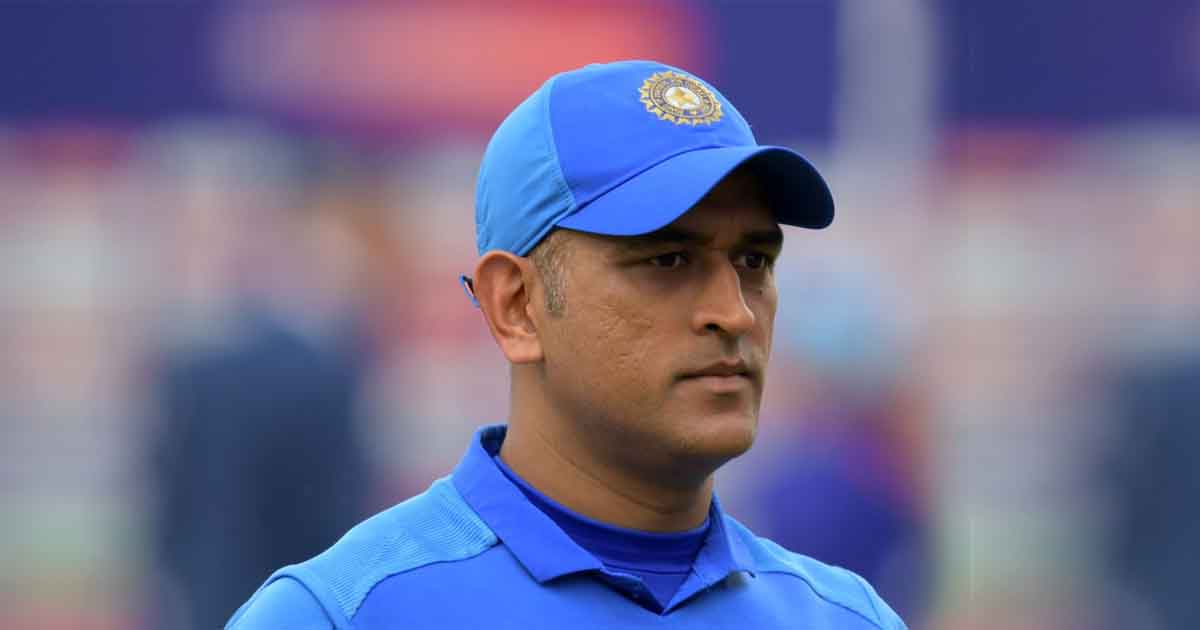 http://www.meranews.com/backend/main_imgs/dhoni_if-dhoni-doesnt-quit-he-may-not-be-automatic-pick-in-team_0.jpg?100?83?22
