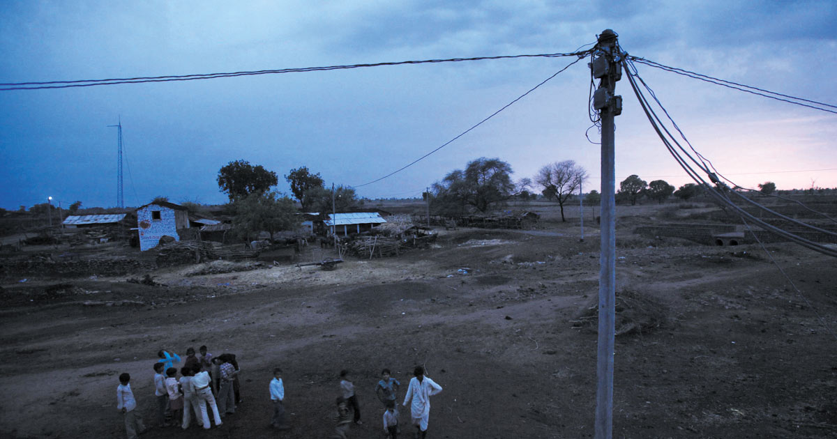 http://www.meranews.com/backend/main_imgs/electricity-production_gujarat-farmers-to-now-harvest-electricity_0.jpg?28