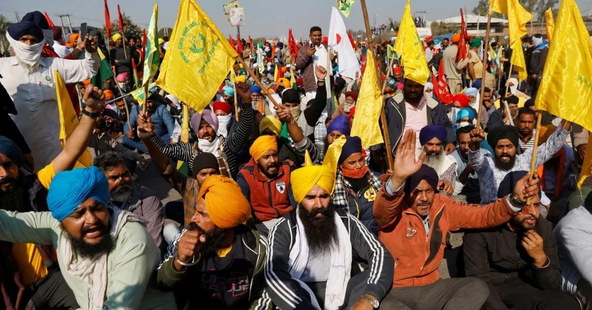 http://www.meranews.com/backend/main_imgs/farmer_sc-cll-farmers-protest-stage-protest-tractor-new-delhi_0.jpg?37