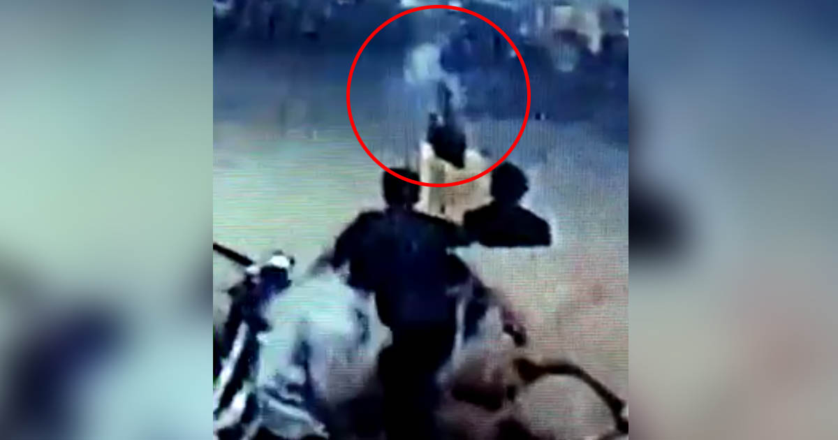 http://www.meranews.com/backend/main_imgs/firinginJamnagar_jamnagar-watch-cctv-firing-by-4-man-including-2-policeman_0.jpg?63