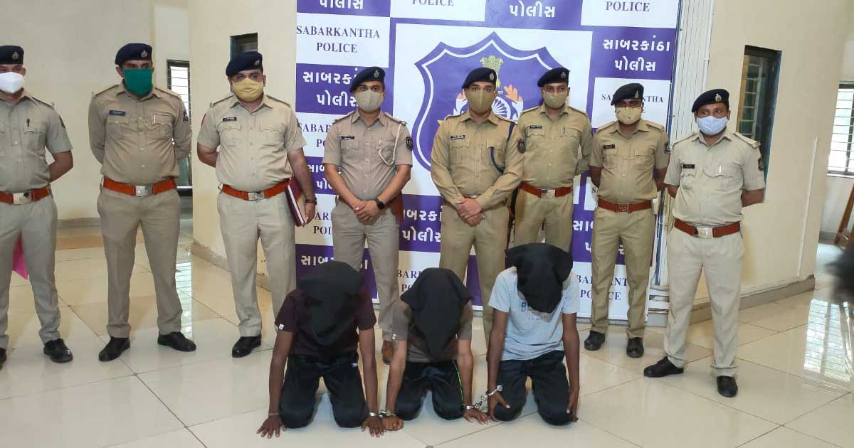 http://www.meranews.com/backend/main_imgs/garbadachaddigang_garbada-chaddi-gang-pratij-police-arrest-gujarat-thief_0.jpg?28