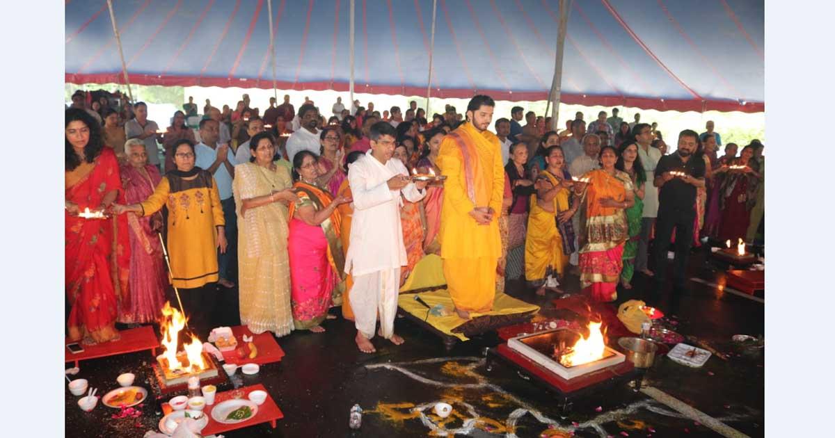 http://www.meranews.com/backend/main_imgs/gokuldham-5_usa-pragatya-utsav-of-mahaprabhu-held-in-gokuldham-at-atlan_4.jpg?57