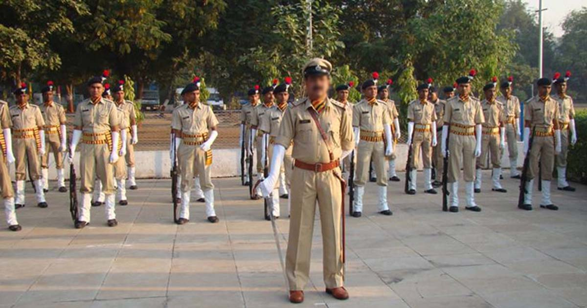 http://www.meranews.com/backend/main_imgs/gujaratpolice_gujarats-police-population-ratio-worse-than-bihar-know-who_0.jpg?33