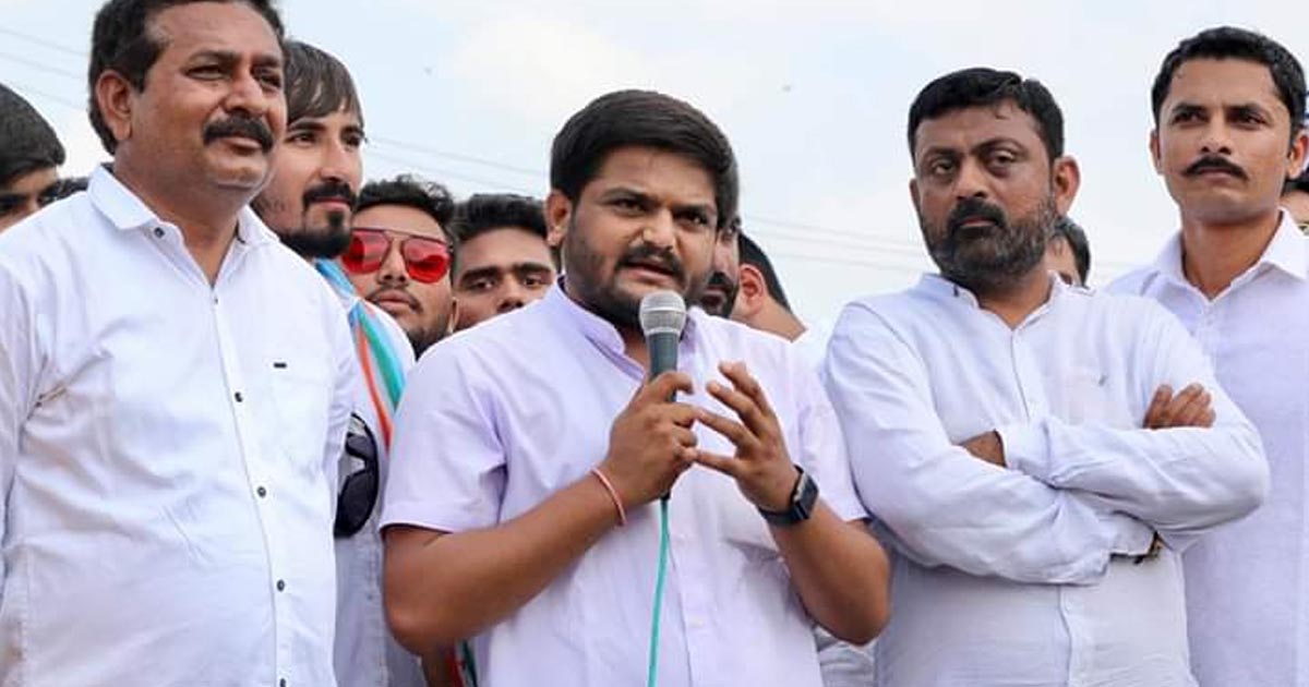 http://www.meranews.com/backend/main_imgs/hardikpatel_kings-son-will-not-be-a-king-hardik-patel-said-at-rajk_1.jpg?96