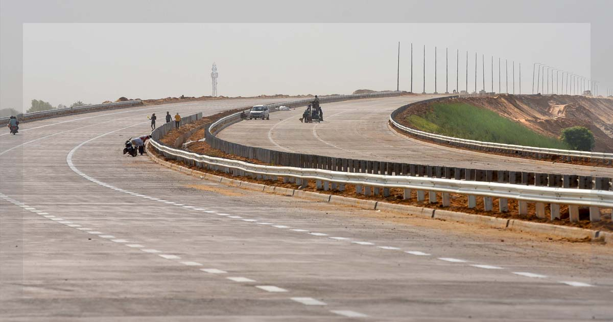 http://www.meranews.com/backend/main_imgs/haryanatoUP_if-pm-is-not-free-than-open-eastern-peripheral-expressway-in_0.jpg?29