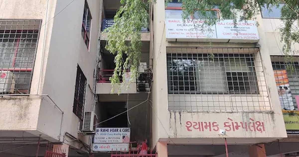 http://www.meranews.com/backend/main_imgs/hat_ahmedabad-police-dabba-trading-raid-police-raid_0.jpg?26?64