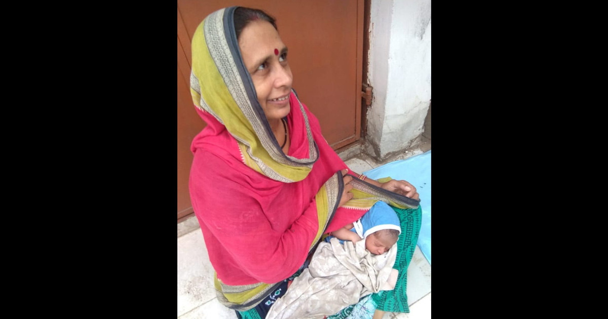http://www.meranews.com/backend/main_imgs/himanshuupadhyaygoodpeople_ahmedabad-woman-teacher-teacher-missing-child-helping-pe_0.jpg?42?28