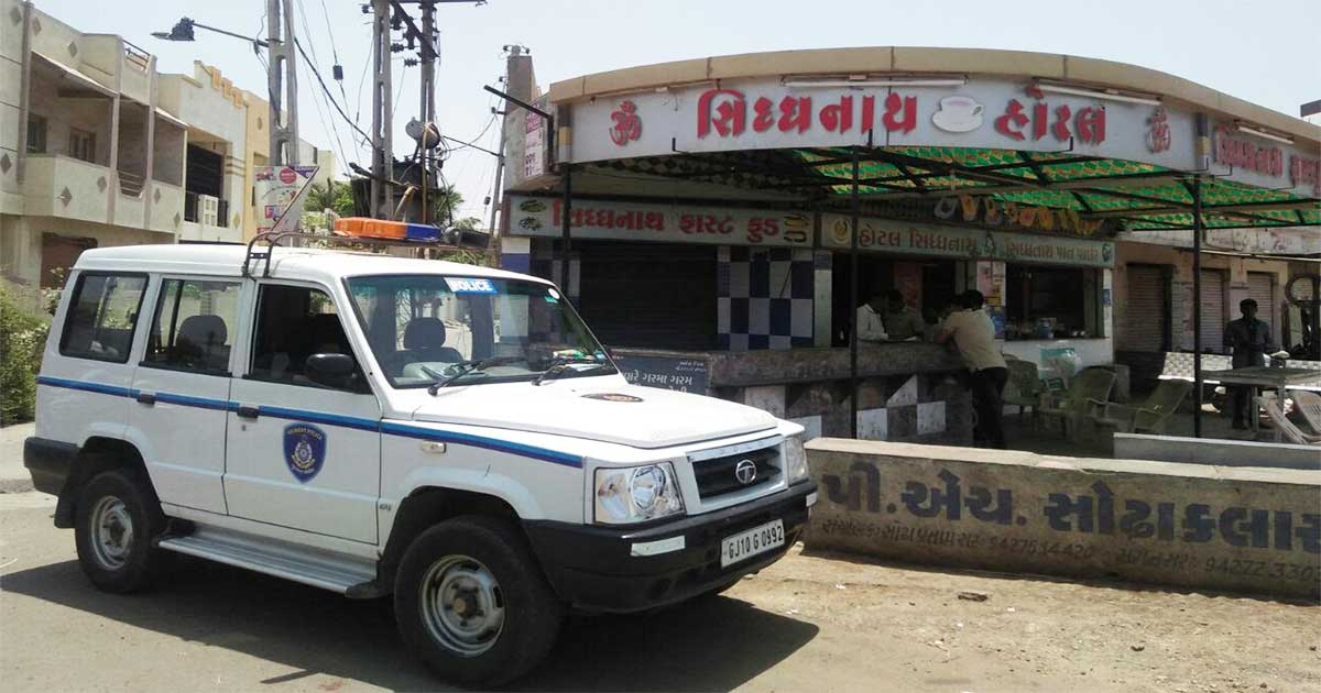 http://www.meranews.com/backend/main_imgs/hotel_man-murdered-in-jamnagar_0.jpg?54