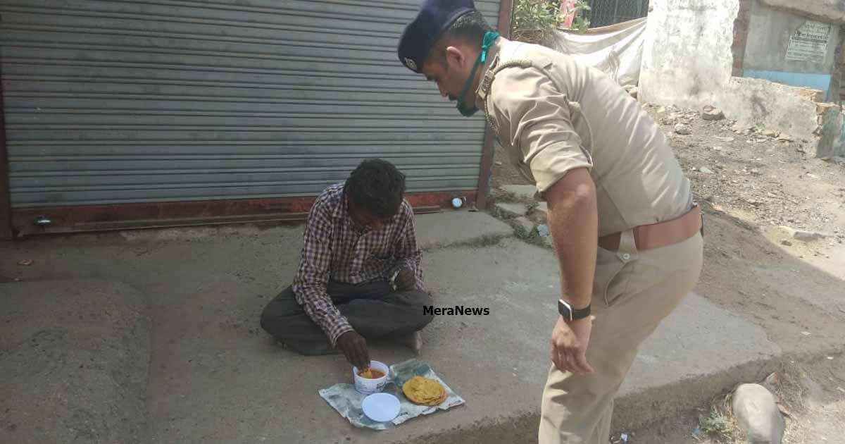 http://www.meranews.com/backend/main_imgs/humanpolicegujarat4_himmatnagar-police-human-gujarat-police-janta-curfew-pol_3.jpg?32?33?35