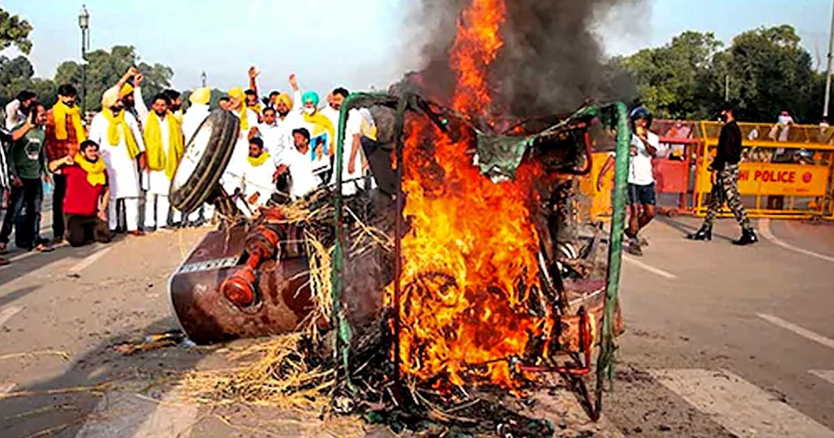 http://www.meranews.com/backend/main_imgs/india_india-gate-farm-bills-farmers-protest-stage-protest-tractor_0.jpg?16