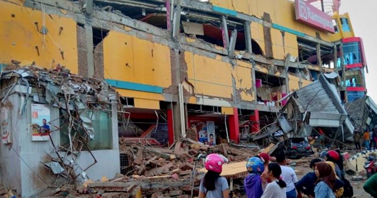 http://www.meranews.com/backend/main_imgs/indonesia-earthquake_earthquake-and-tsunami-rocks-indonesia-384-killed-560-inju_0.jpg?14?46