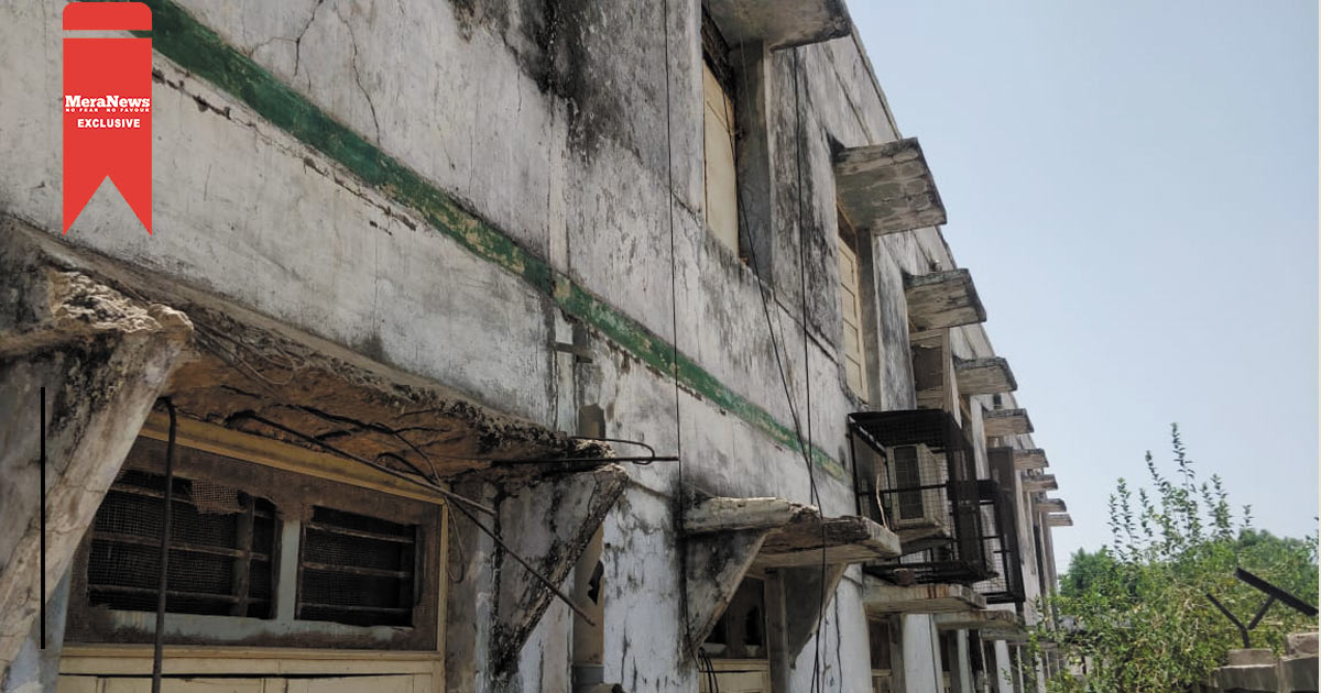 http://www.meranews.com/backend/main_imgs/jamiyatpura_gujarats-first-smart-school-in-danger-condition-there-is-n_0.jpg?20?2?81?91