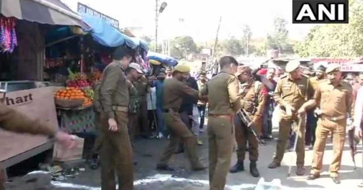 http://www.meranews.com/backend/main_imgs/jammu_1-dead-28-injured-in-grenade-attack-in-jammu-bus-stand_0.jpg?98