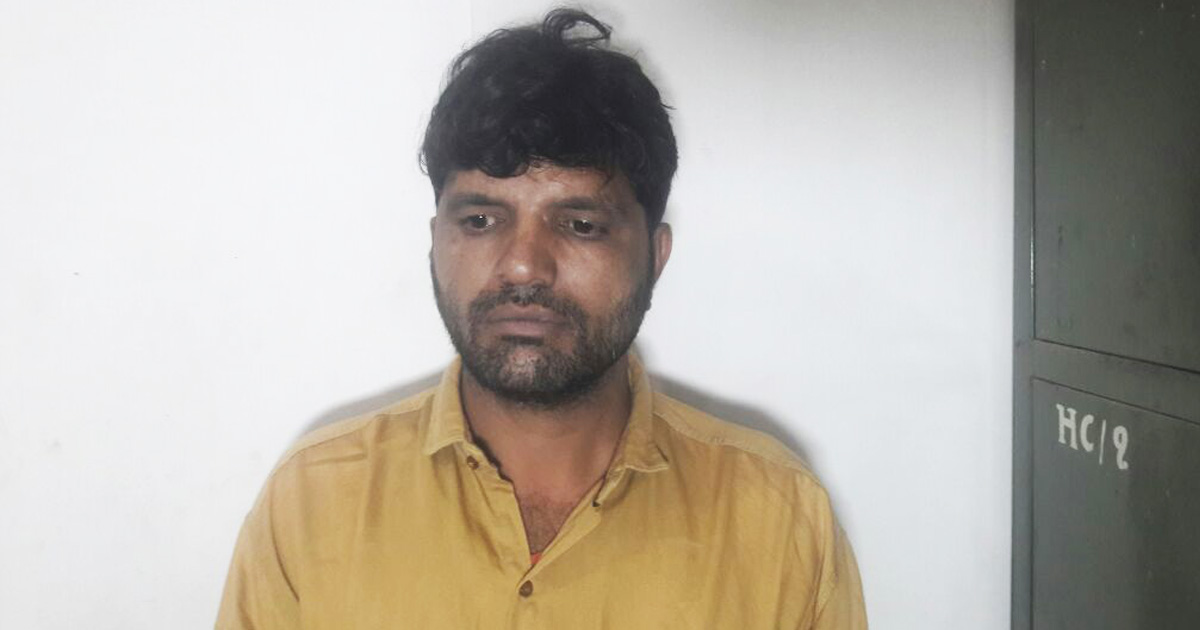 http://www.meranews.com/backend/main_imgs/jamnagarmobilechori_jamnagar-thief-arrested-with-19-mobile_0.jpg?55