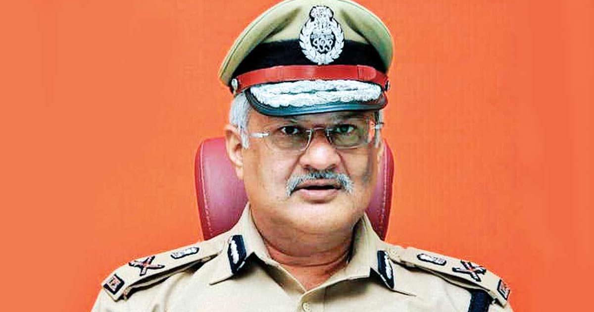 http://www.meranews.com/backend/main_imgs/jhashivanand_gujarat-ips-officer-ips-shivanand-zha-gujarat-police-dpp_0.jpg?38