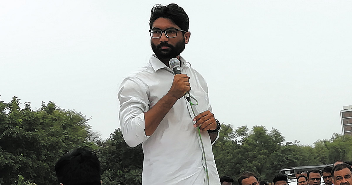 http://www.meranews.com/backend/main_imgs/jignesh-mewani_the-rupani-government-will-be-awarded-the-420-award-by-dalit_0.jpg?74