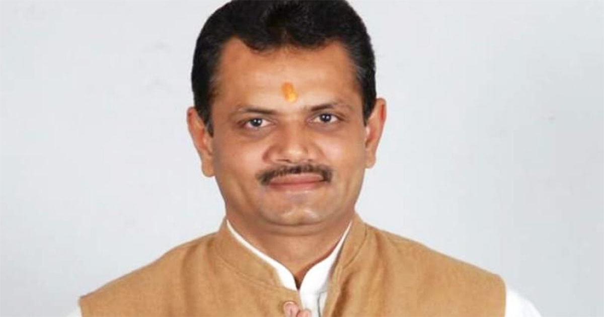 http://www.meranews.com/backend/main_imgs/jituvaghani_will-jitu-vaghani-not-contest-gujarat-election_0.jpg?65?59