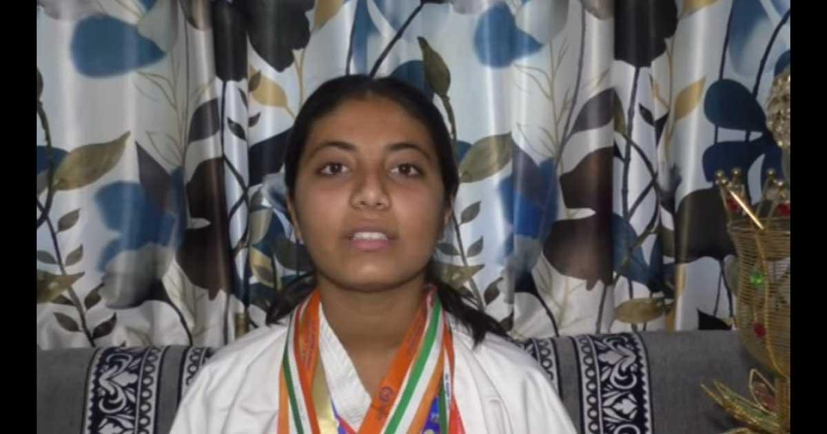 http://www.meranews.com/backend/main_imgs/karate1_sabarkantha-himmatnagar-aashtha-aacharya-jr-sardar-patel_0.jpg?34