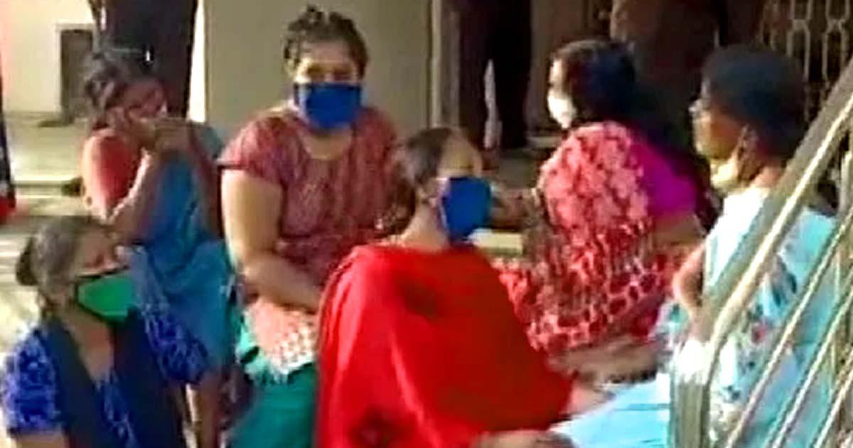 http://www.meranews.com/backend/main_imgs/karnataka_chamarajanagar-karnataka-oxygen-shortage-oxygen-need-min_0.jpg?95?93