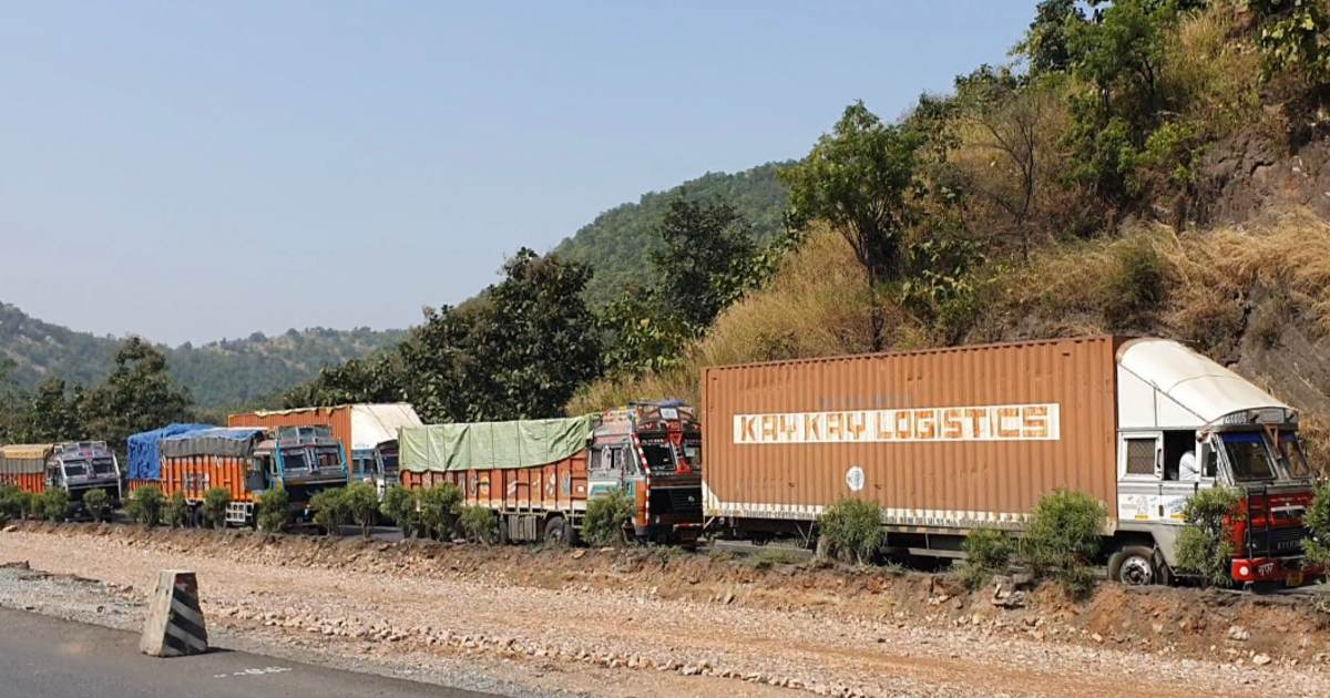 http://www.meranews.com/backend/main_imgs/kmTrafficjam_ahmedabad-udaipur-highway-national-highway-traffic-sixlane-work-shamlaji_1.jpg?67