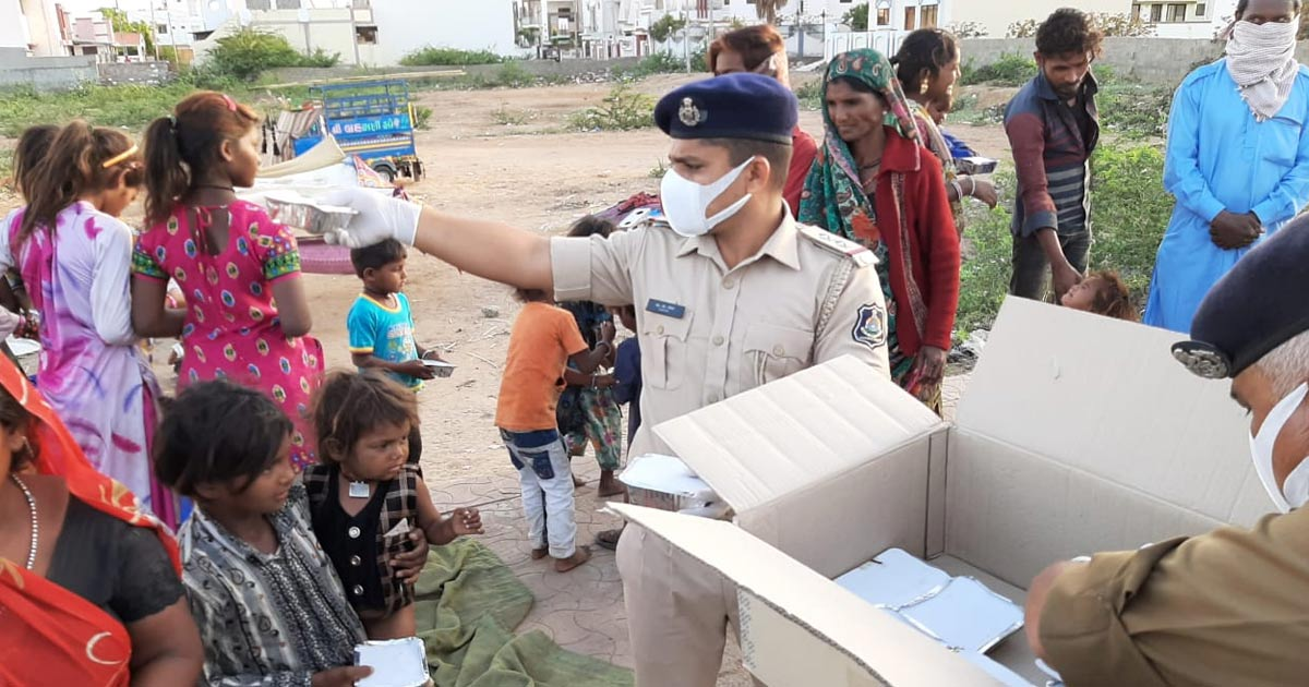 http://www.meranews.com/backend/main_imgs/kutch-police-1_kutch-police-covid19-lockdown-in-kutch-vehicle-detained_0.jpg?96