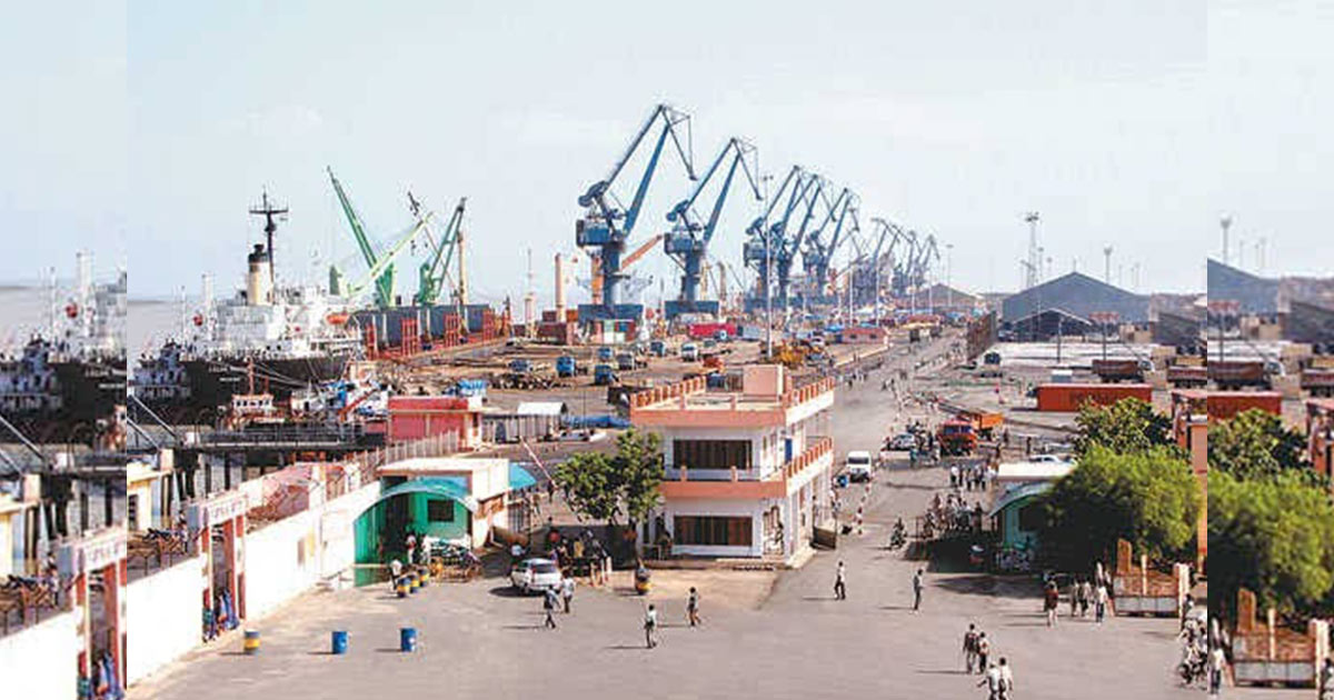 http://www.meranews.com/backend/main_imgs/kutch-port_ship-movement-in-kandla-port-stopped-due-to-storm-alert-kut_0.jpg?58