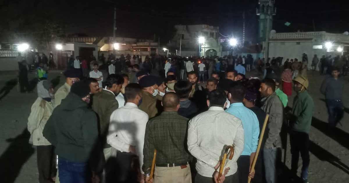 http://www.meranews.com/backend/main_imgs/kutch_kutch-ram-mandir-donation-for-ram-mandir-police-arrest-g_0.jpg?2