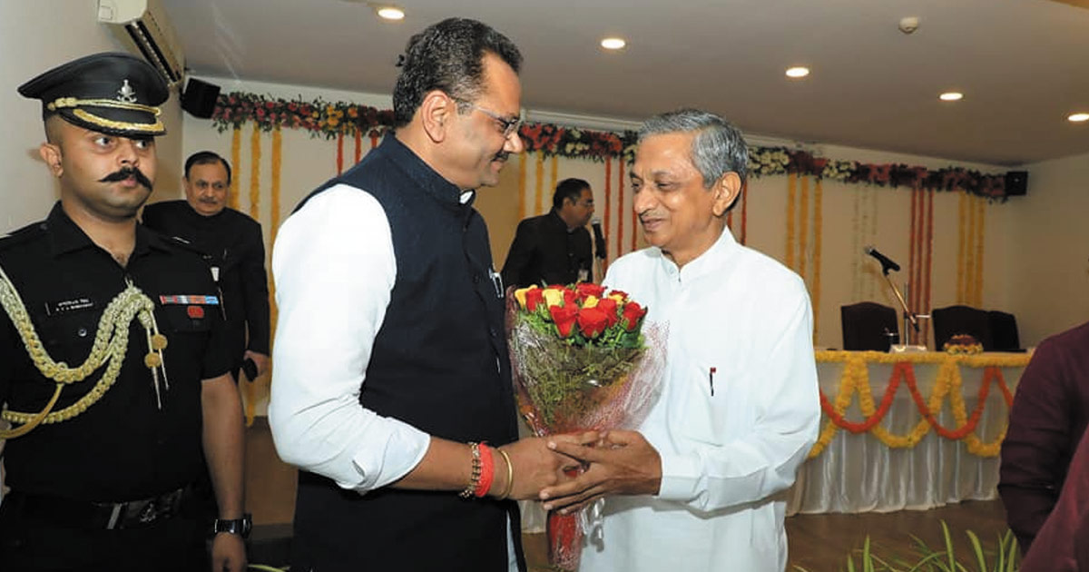 http://www.meranews.com/backend/main_imgs/kuvarji-bavadiya_bjp-leaders-unaware-of-the-repercussions-of-taking-bavaliya_0.jpg?83