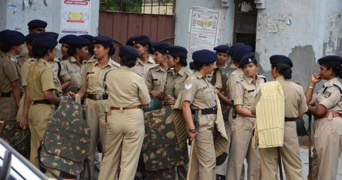 http://www.meranews.com/backend/main_imgs/lady-police_navasari-police-sps-decision-comes-as-a-delight-to-women-co_0.jpg?27?52
