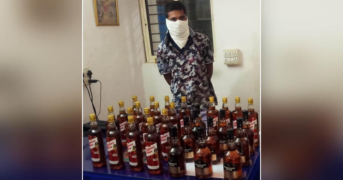 http://www.meranews.com/backend/main_imgs/liarava_school-bag-liquor-in-school-bag-books-gujarat-police-rajasthan_0.jpg?84?7