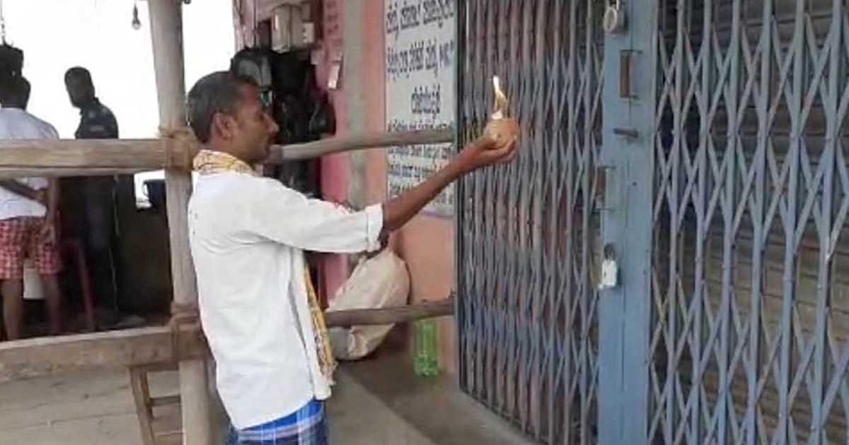 http://www.meranews.com/backend/main_imgs/liquor2_delhi-bangalore-liquor-shops-opens-in-lockdown-lockdown-p_10.jpg?14?21
