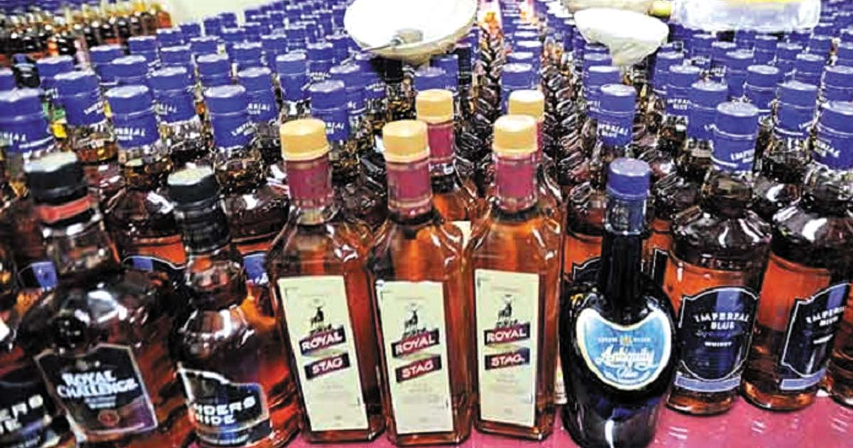 http://www.meranews.com/backend/main_imgs/liquor_gandhinagar-psi-and-2-constables-arrested-for-not-filing-co_0.jpg?54