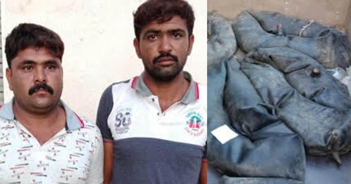 http://www.meranews.com/backend/main_imgs/liquor_jamnagar-police-caught-liquor-from-tractor_0.jpg?94