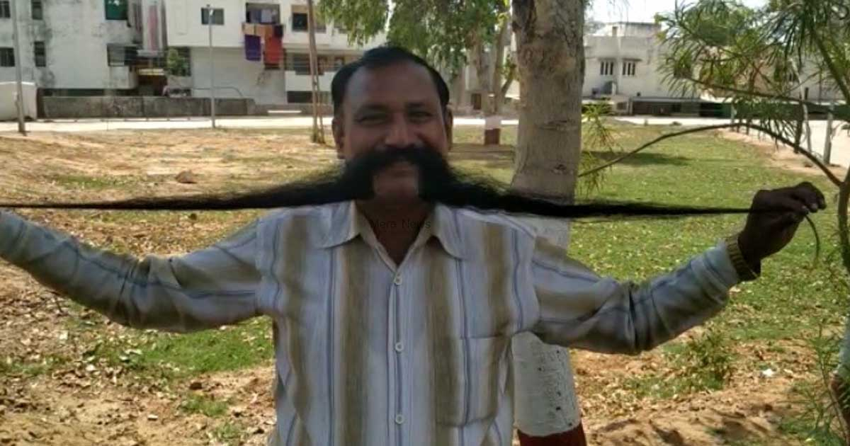 http://www.meranews.com/backend/main_imgs/longmuch_exclusive-lok-sabha-candidate-with-25-feet-long-mustache_2.jpg?22