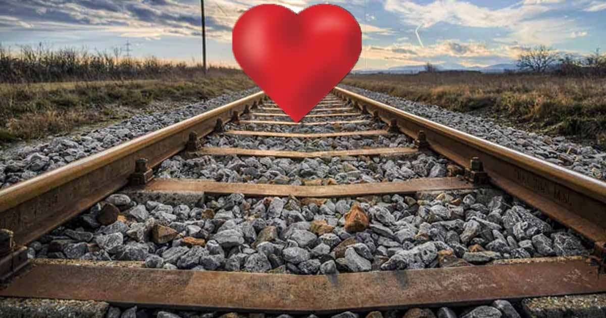 http://www.meranews.com/backend/main_imgs/lovesuiciderailway_couple-commits-suicide-by-jumping-in-front-of-train_0.jpg?13