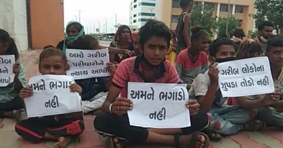http://www.meranews.com/backend/main_imgs/malpurchild_malpur-poor-child-save-home-collector-office-former-mla-protest-latest-news_2.jpg?32