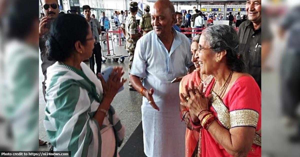 http://www.meranews.com/backend/main_imgs/mamtabaerjeeandjashodabebn_mamata-banerjee-meets-with-pm-narendra-modi-wife-jashodaben_0.jpg?60