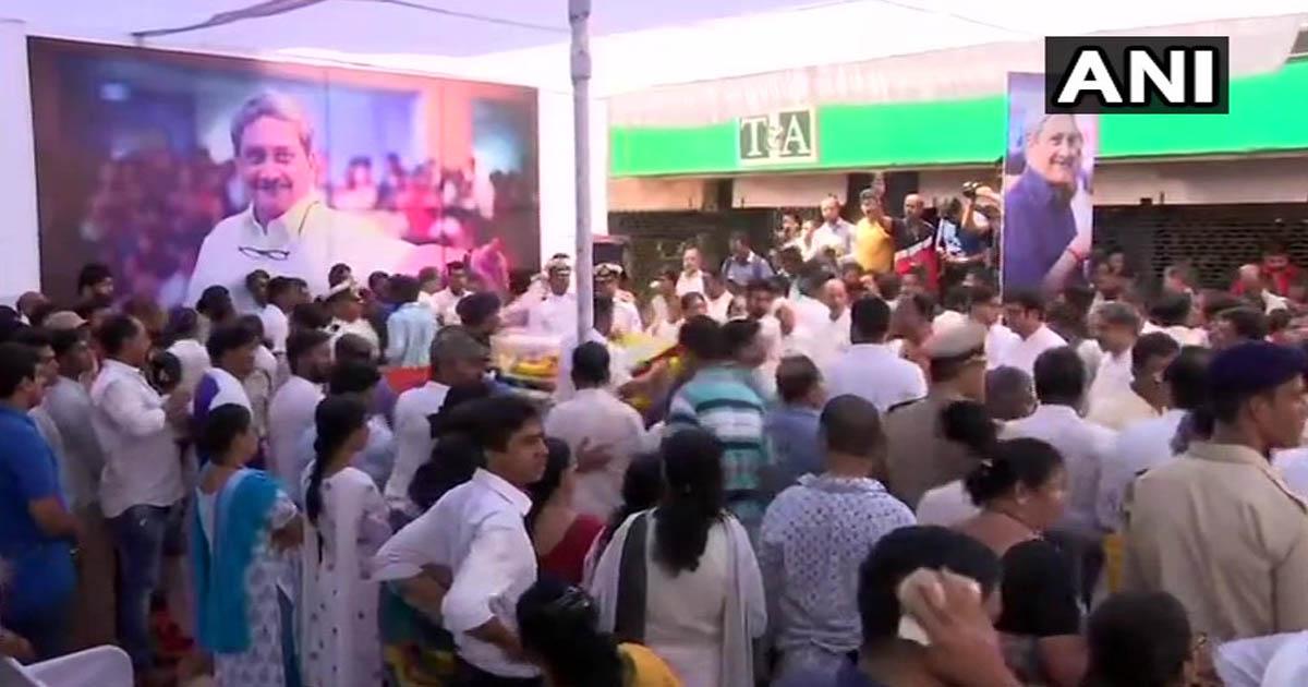 http://www.meranews.com/backend/main_imgs/manoharparikar_goa-thousands-pay-tribute-to-manohar-parrikar_0.jpg?70?19