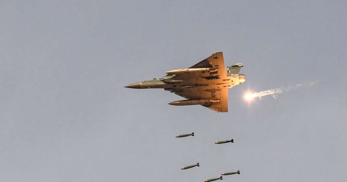 http://www.meranews.com/backend/main_imgs/mireage2000indianattackonPOKJEM_iaf-jets-strike-terror-camps-across-loc-in-early-morning-rai_2.jpg?62