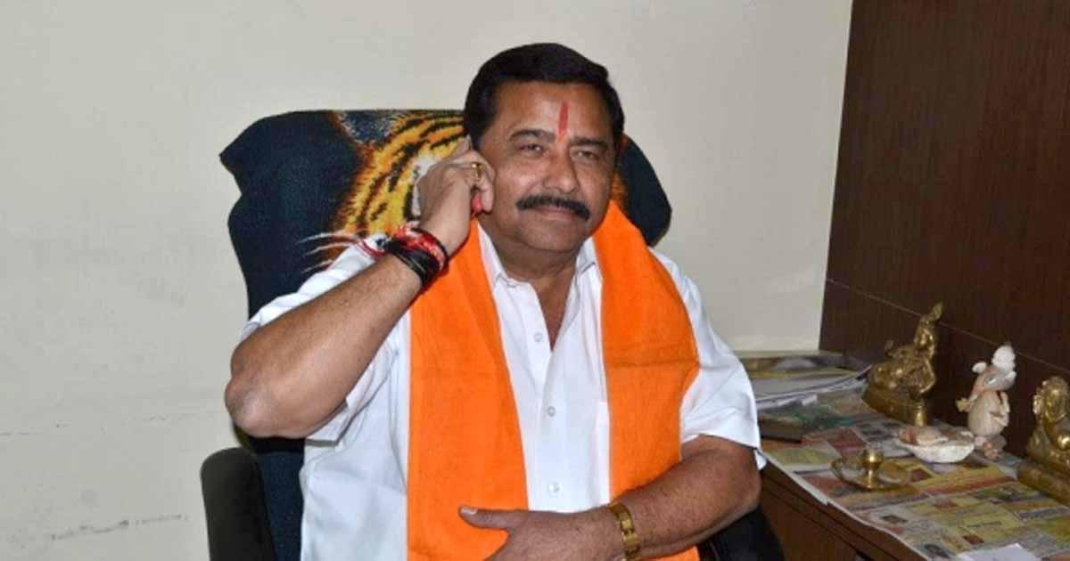 http://www.meranews.com/backend/main_imgs/mlagovindbhai_mla-govind-parmar-mp-mitesh-patel-cm-vijay-rupani-by-election_0.jpg?1